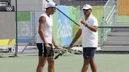 Toni Nadal en un entrenamiento con su sobrino Rafa.