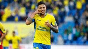 El delantero Juanjo Narváez (25) celebra un gol con Las Palmas.