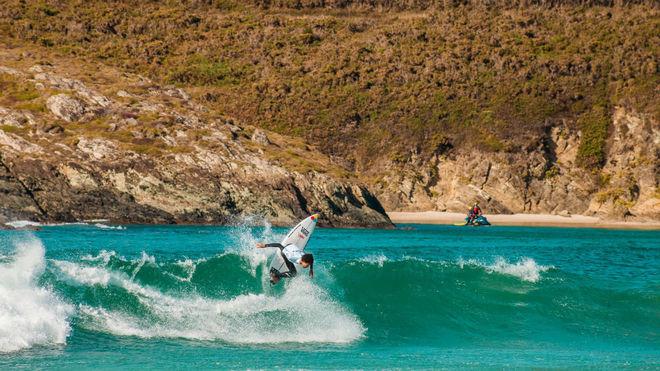 Un surfista en una edición anterior del Abanca Pantín Classic...