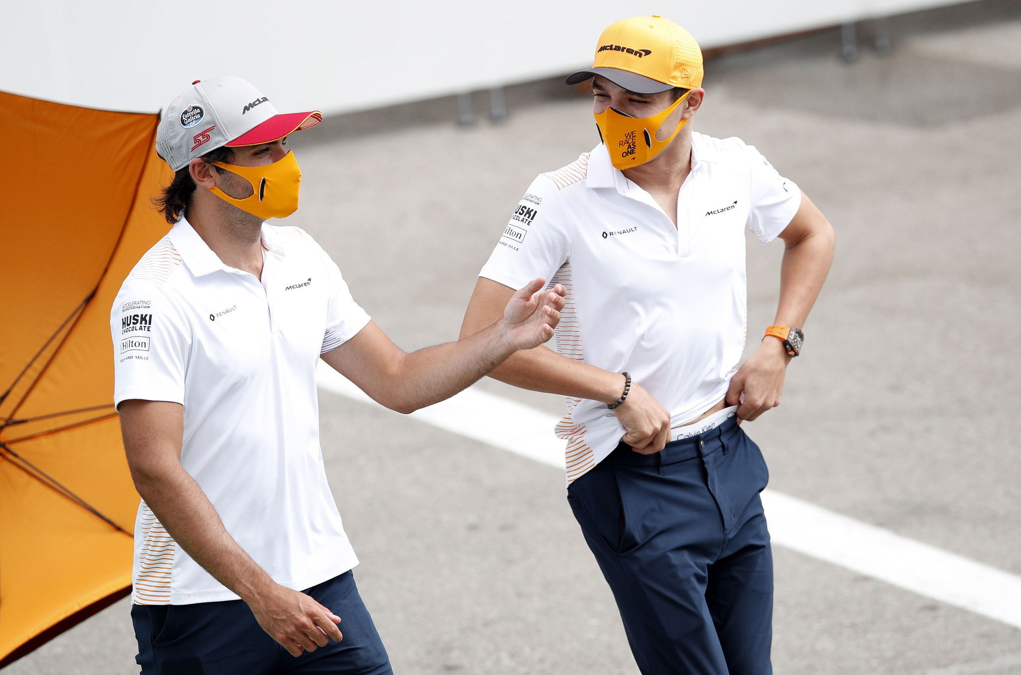 Montmelo (Spain), 13/08/2020.- Spanish driver lt;HIT gt;Carlos lt;/HIT gt; lt;HIT gt;Sainz lt;/HIT gt; Jr. (L) of McLaren and his British teammate Lando Norris at the Circuit de Barcelona-Catalunya in Montmelo, Spain, 13 August 2020. The Formula One Grand Prix of Spain takes place on 16 August 2020. (Fórmula Uno, España) EFE/EPA/ALEJANDRO GARCIA