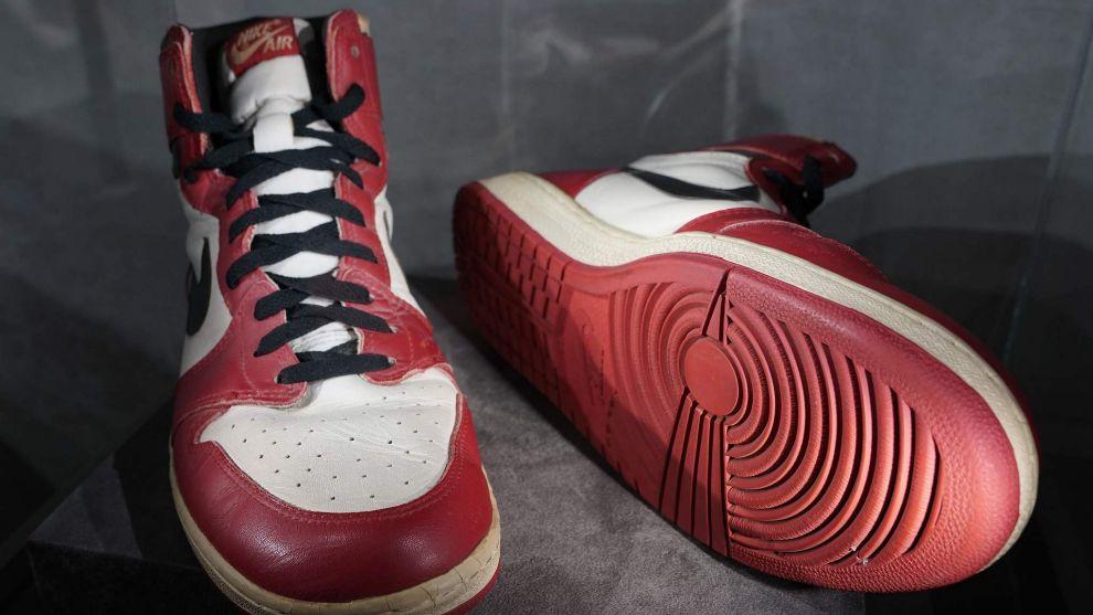 Las Air Jordan 1 utilizadas por el mito en una exhibición en 1985.