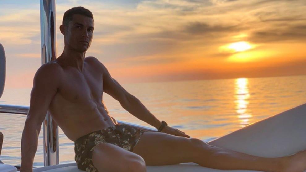 Cristiano Ronaldo, relajandose durante sus vacaciones.