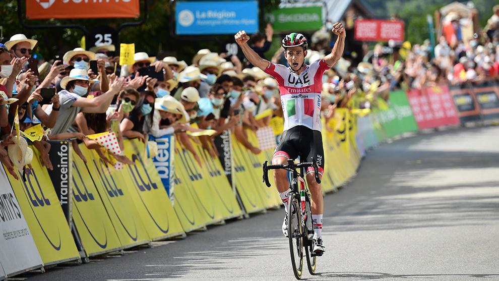 Davide Formolo entrando victorioso a la meta de la etapa 3 de...