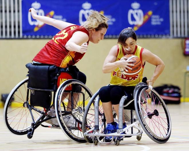 Veva Tapia (izquierda), junto a Sonia Ruiz, en un entrenamiento de la...