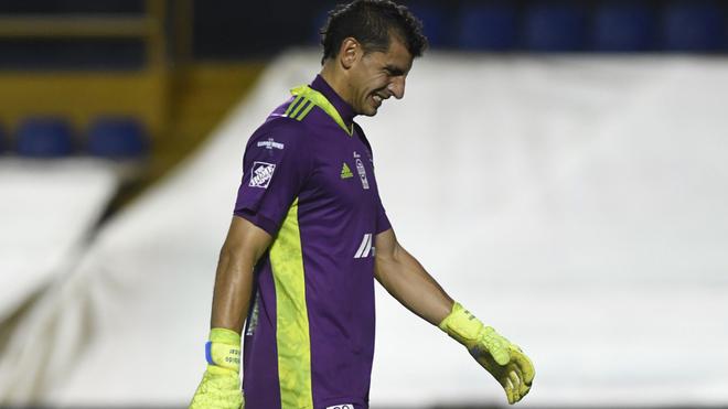 Nahuel Guzmán será baja de Tigres por Covid-19