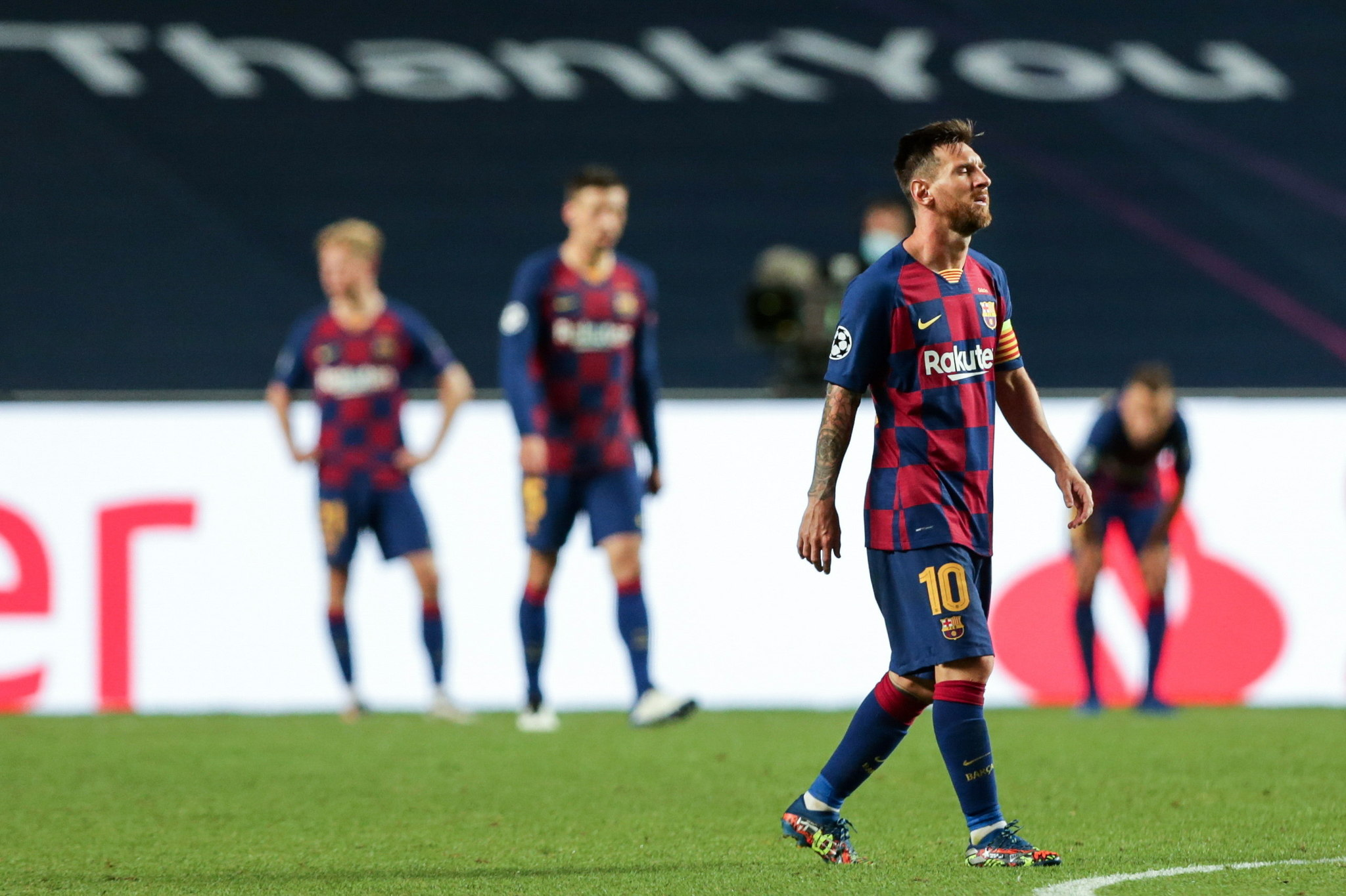 Lisbon (Portugal), 14/08/2020.- FC Barcelonas Lionel Messi shows his dejection at the end of the UEFA Champions League quarter final soccer match FC Barcelona vs lt;HIT gt;Bayern lt;/HIT gt; Munich held at Luz Stadium in Lisbon, Portugal, 14 August 2020. (Liga de Campeones, Lisboa) EFE/EPA/TIAGO PETINGA