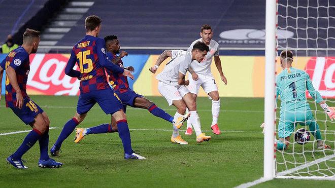 Coutinho marca uno de sus goles al Barcelona en Lisboa.