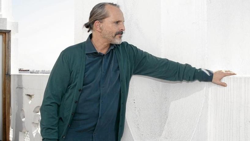 Rebelión de músicos contra Miguel Bosé y su cruzada contra mascarillas, vacunas, Gates...