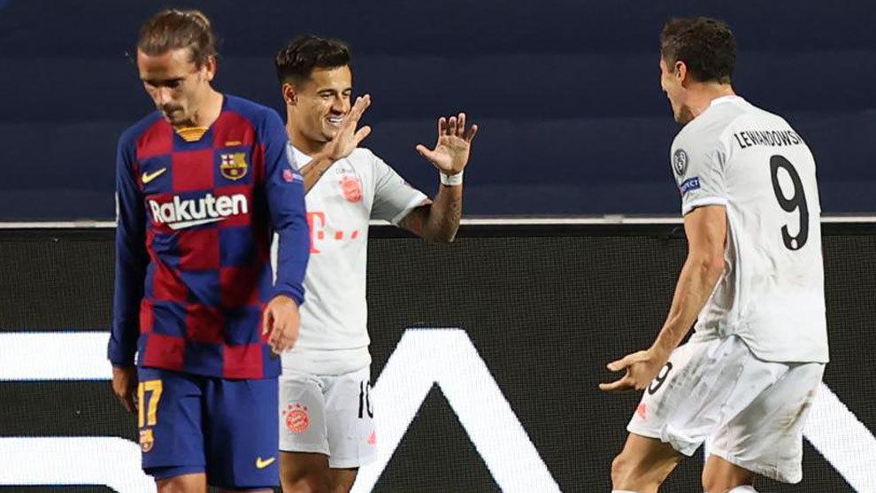 Coutinho, celebrando con Lewandowski uno de sus goles.
