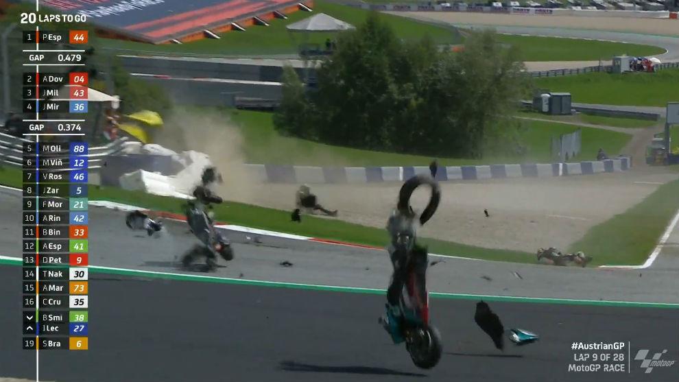 Rossi y Viñales se salvan de milagro tras un terrible accidente