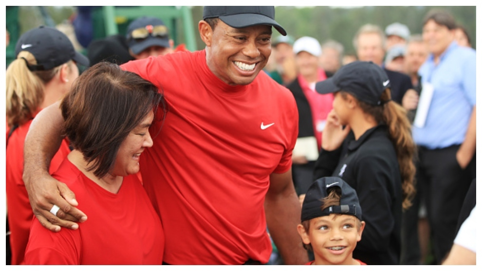 Tiger Woods, con su madre Kultida y su hijo Charlie, en el Masters de...