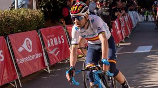 Alejandro Valverde en Mallorca luciendo en malliot de campeón de...