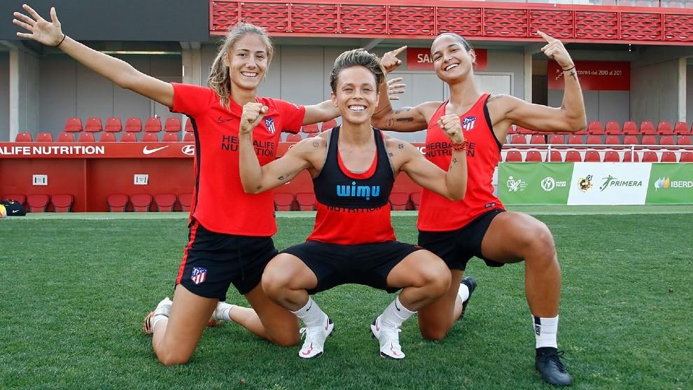 Laia Aleixandri, Amanda Sampedro y Deyna Castellanos en un...