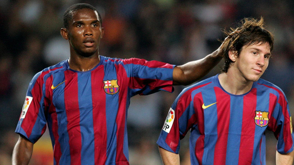 Samuel Eto'o cariñoso con Leo Messi cuando compartían equipo (2005).
