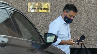 Bartomeu llegando esta mañana a las oficinas del club.