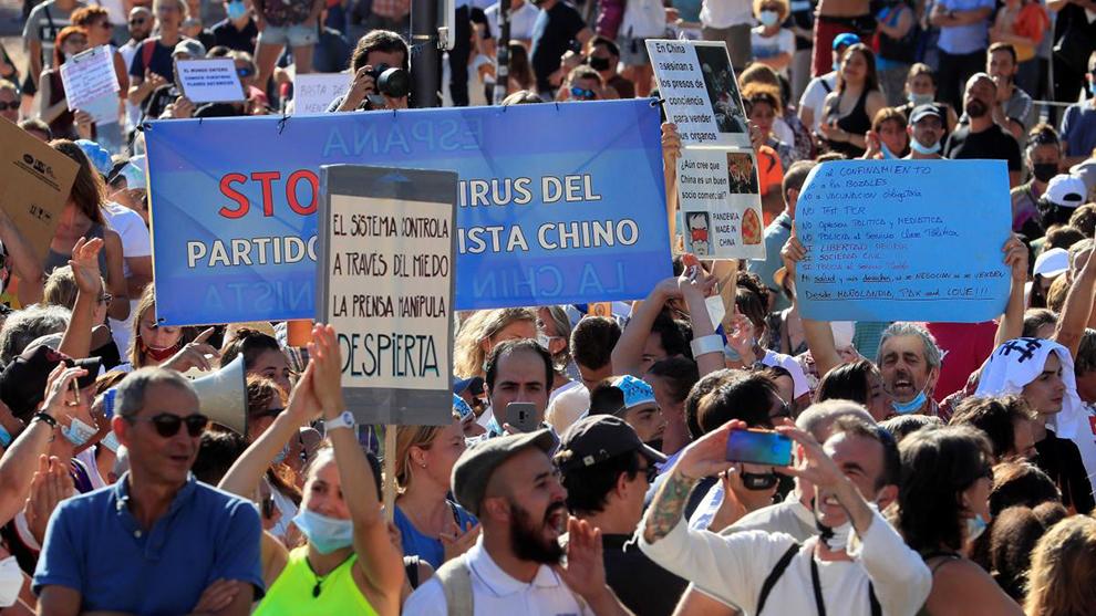 Manifestación antimascarilla en la Plaza de Colón de Madrid