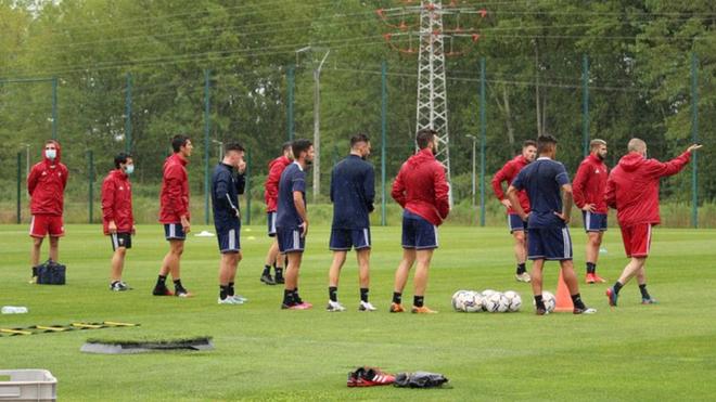 Los jugadores del Mirandés durante la sesión de entrenamiento de...