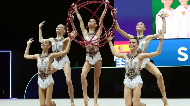 El grueso del conjunto junior, cinco gimnastas, pasan a formar parte...