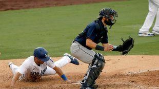 Los Dodgers de Los Ángeles superaron el martes 2-1 a los Marineros de...