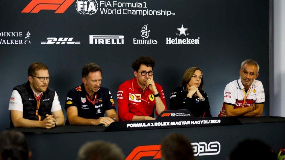 Jefes de equipo de F1 en rueda de prensa.