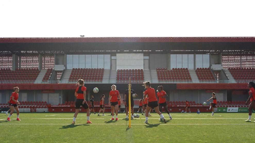 Las jugadoras del Atlético de Madrid durante un entrenamiento en...