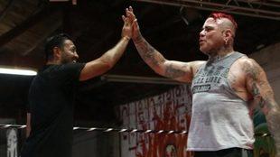 Marco Fabián y Pagano en el ring.