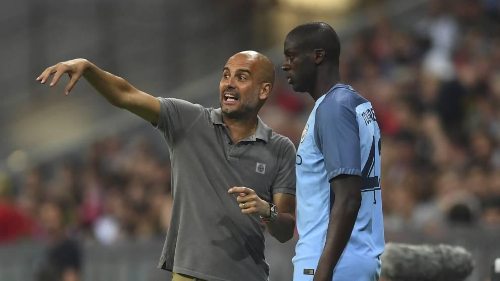 Yaya Touré y Pep Guardiola en un partido del Manchester City