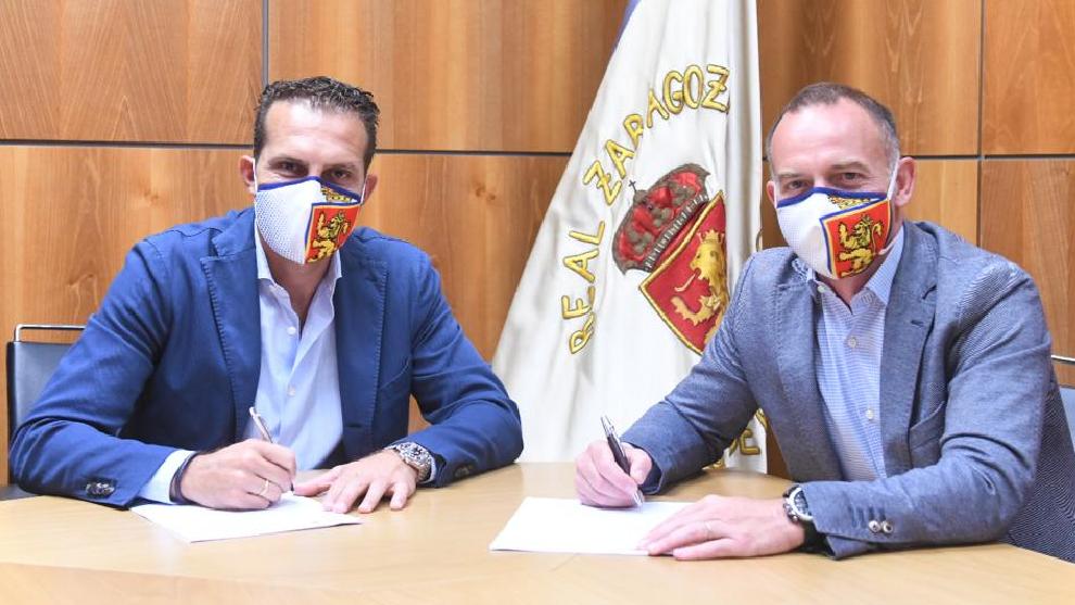 Ruben Baraja, en el momento de la firma para entrenar el Real...