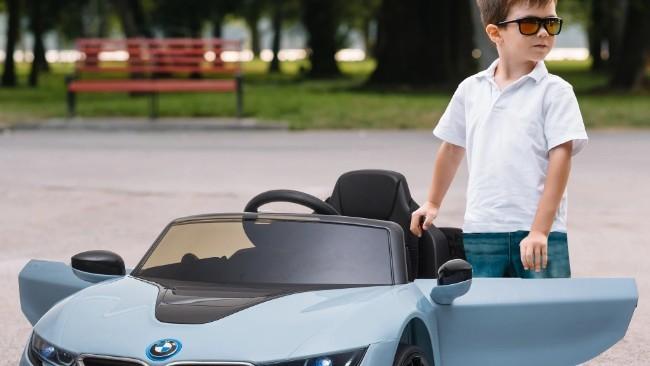 Los mejores coches eléctricos para tu pequeño Fernando Alonso: coordinación, educación vial y diversión