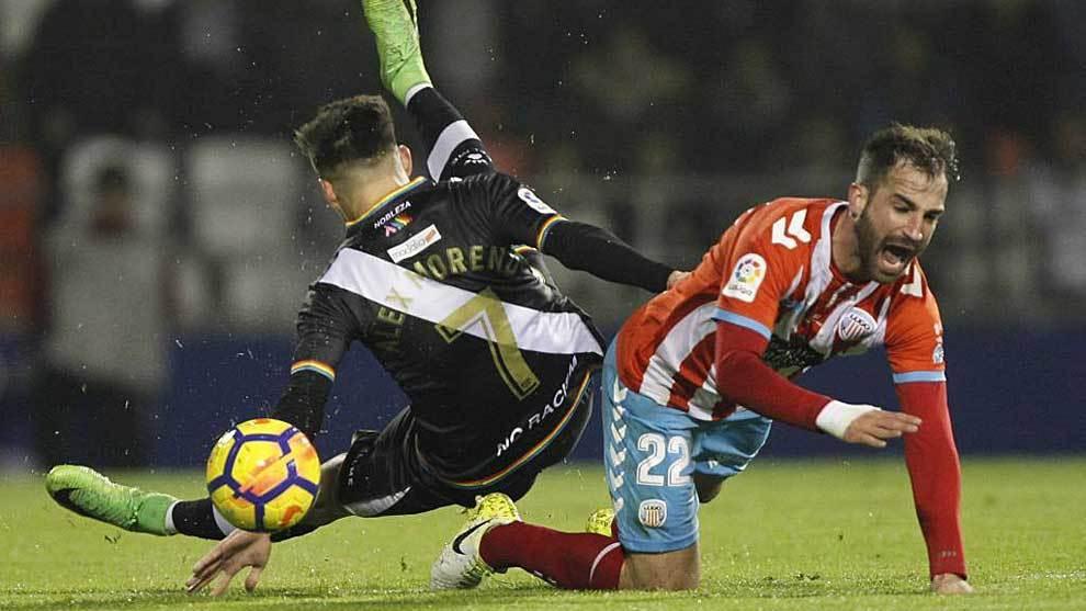 Campabadal tras un encontronazo con Álex Moreno en el Lugo-Rayo en el...