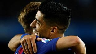 Suárez celebra un gol con Rakitic.