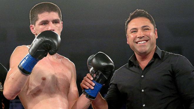 De la Hoya junto al boxeador Patrick Teixeira