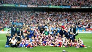 El Atlético celebra el título tras vencer al Real Madrid