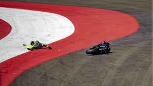 Valentino Rossi, caído en la curva 9 en Austria.