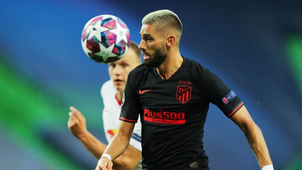 Lisbon (Portugal), 13/08/2020.- Yannick lt;HIT gt;Carrasco lt;/HIT gt; (foreground) of Atletico in action against Lukas Klostermann of Leipzig during the UEFA Champions League quarter final match between RB Leipzig and Atletico Madrid in Lisbon, Portugal, 13 August 2020. (Liga de Campeones, Lisboa) EFE/EPA/Miguel A. Lopes / POOL