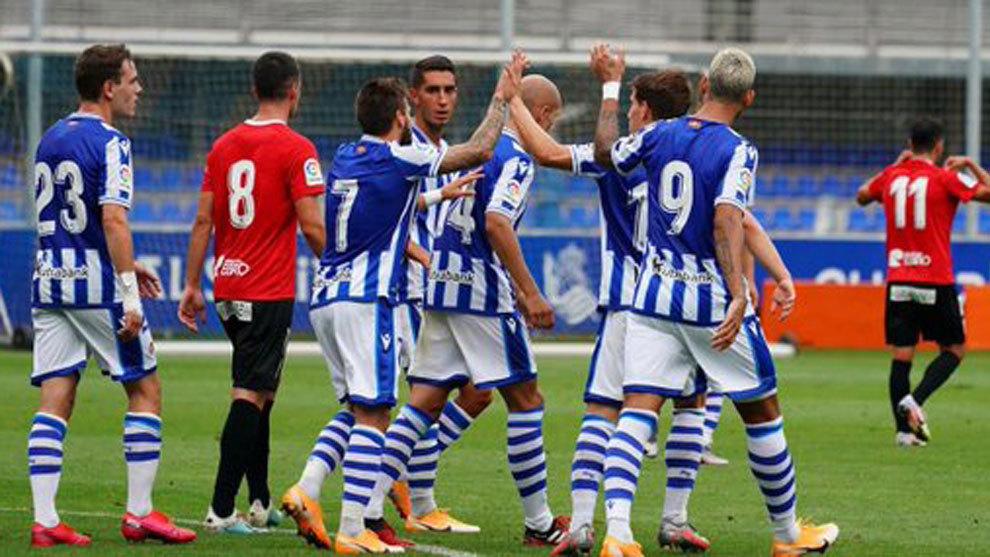 La Real celebra un gol en el amistoso en Zubieta