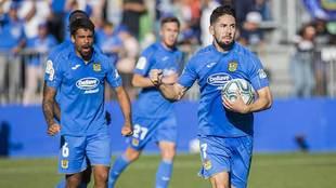 Hugo Fraile celebra un gol con el Fuenlabrada en el Fernando Torres
