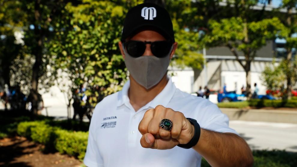 Palou, con su anillo de participante.