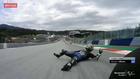 Maverick Viñales rueda por el asfalto tras caerse de su moto.