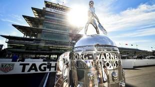 La ansiada copa del campeón de las 500 Millas de Indianápolis busca...