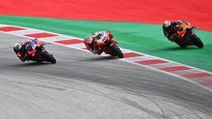 Oliveira, Miller y Pol, en los momentos finales del GP de Estiria.