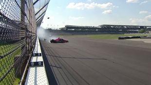 Álex Palou, en el momento de su accidente en la vuelta 123 de...