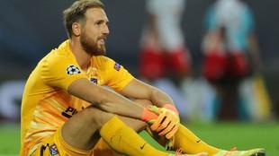Oblak muestra su frustración tras la eliminación del Atlético en la...