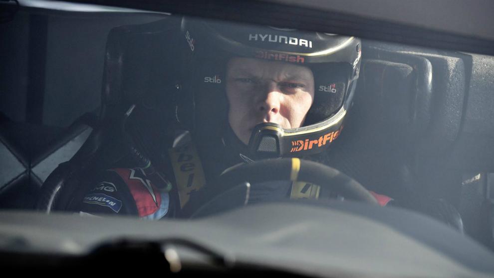 El piloto de Hyundai ganó todos los tramos, salvo uno, y aventajó...