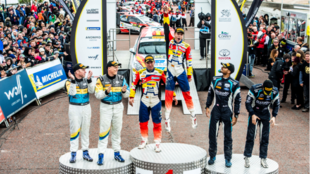 Solans celebrando en el Rally de Gales del año pasado el título de...