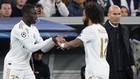 Mendy suple a Marcelo ante la mirada de Zidane en un partido de LaLiga...