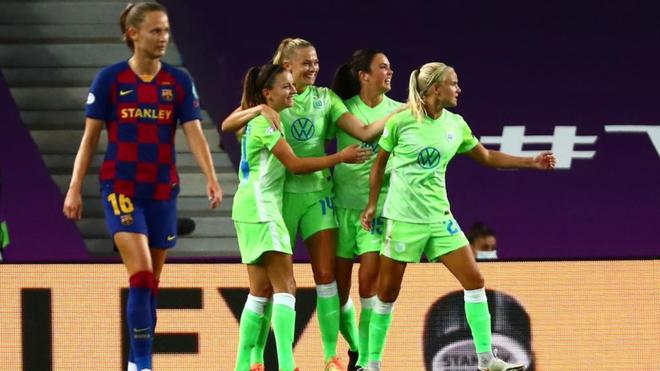 La jugadoras del Wolfsburgo celebran el tanto que les dio la victoria.
