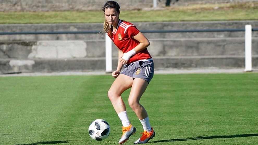 Damaris Egurrola durante un entrenamiento con la selección española.