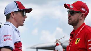 Raikkonen habla con Vettel.