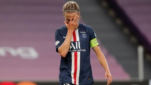 Irene Paredes se lamenta tras perder la semifinal de Champions.
